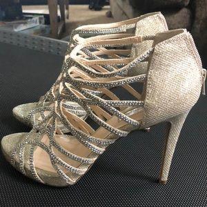 Sparkling high-heel shoe